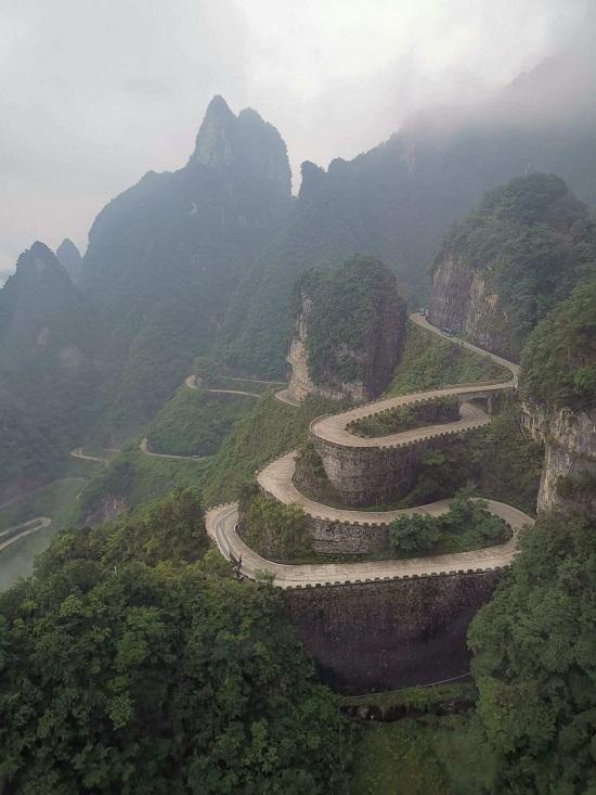 Zhangjiajie Tianmen Mountain Road with 99 Turns
