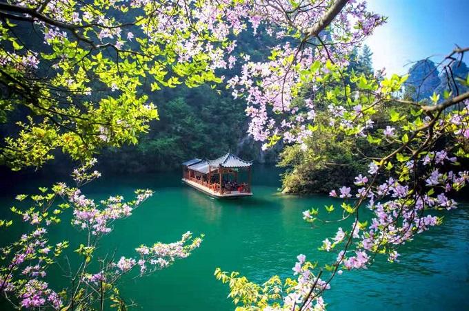 Baofeng Lake in Spring